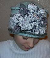 Вышивка бисером на шапке.